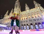 Artisten bei Eröffnung des Eistraum 2013 am Rathausplatz