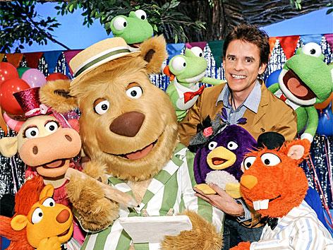 Thomas C. Brezina mit dem ABC-Bären, Mona Muh, der bunten Kuh, den Platschos, Iggi, dem Igel, Pim, dem Pinguin-Kücken und Box, dem Biber.