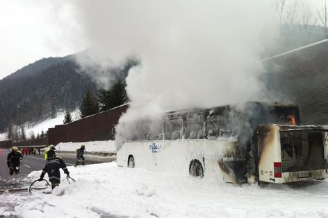 Brennender Reisebus