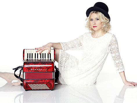Die norwegische Akkordeonspielerin Guro von Germeten