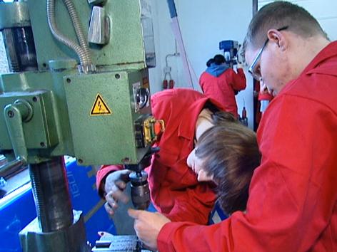 Lehrlinge in BFI-Lehrwerkstätte