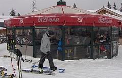 Schirmbar Apres Ski Betrunkene Bergrettung Ski Wintersport