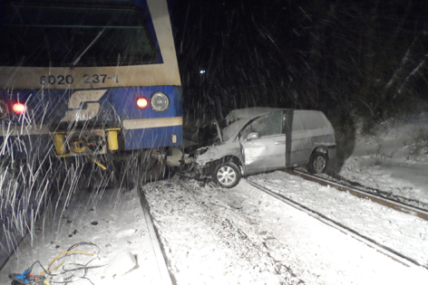 Zug und das mitgeschleifte Auto