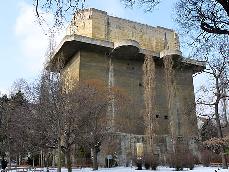 Der NS-Flakturm im Arenbergpark.