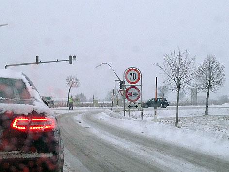 Schnee macht Autofahrern Probleme