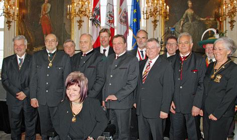 LH Günther Platter und LH Luis Durnwalder überreichten die Ehrenzeichen an verdiente Persönlichkeiten