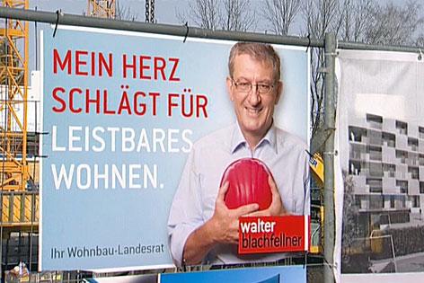Baustellen-Plakate von Wohnbau-Landesrat Walter Blachfellner