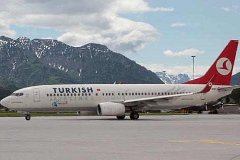 Flugzeug der Turkish Airlines auf dem Flughafen Salzburg