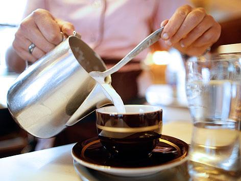 """""""Aida"""", die größte Kaffeehaus- und Konditoreikette der Stadt Wien wird 100 Jahre alt"""