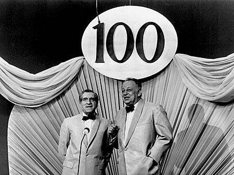 Karl Farkas und Ernst Waldbrunn in ihrer 100. Doppelconference im ORF