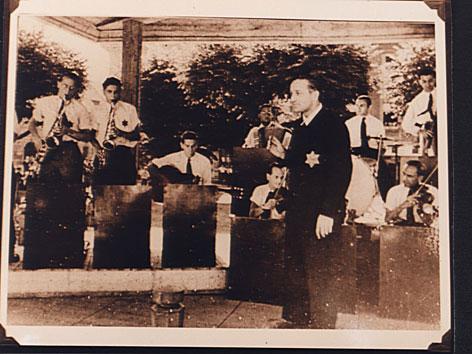 """Historische Fotografie: Martin Roman und die """"Ghetto Swingers"""", KZ Theresienstadt, 1944"""