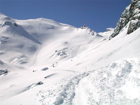 Tiefschneehänge im Winter