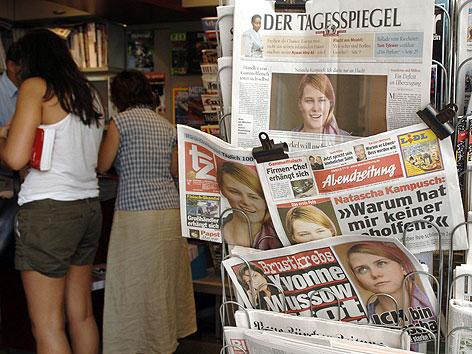 Titelseiten der internationalen Presse, nach dem ersten TV-Interview von Natascha Kampusch im ORF