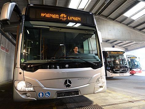 Die künftige Busflotte der Wiener Linien aufgenommen am Donnerstag, 18. April 2013