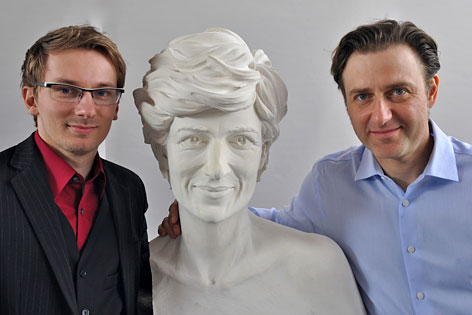 Ewald Wurzinger (l.) und Bildhauer Wolfgang Karnutsch