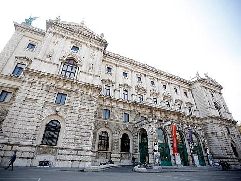 Außenansicht des neuen Weltmuseums Wien am Mittwoch, 17. April 2013,