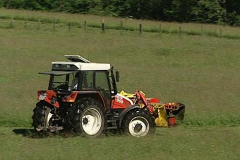Traktor mit Mähgerät