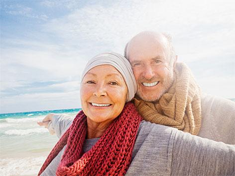 Älteres Ehepaar am Strand