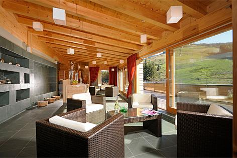 gr tes holzhaus entsteht in leogang salzburg. Black Bedroom Furniture Sets. Home Design Ideas
