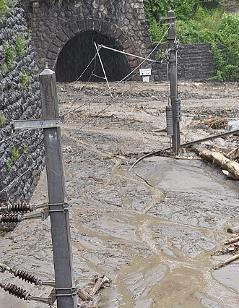 Westbahn bei Taxenbach zerstört Hochwasser