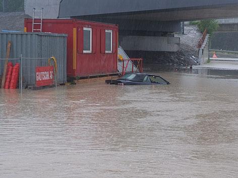 Auto in Wassermassen