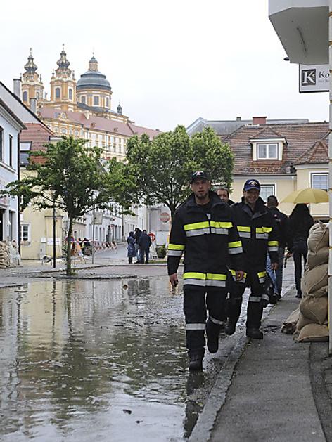 Feuerwehrmänner in der Melker Altstadt