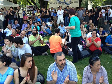 Solidaritätskonzert mit Taksim-Platz-Demonstranten im Sigmund-Freud-Park
