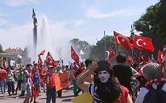 Türkei-Protest: Demonstranten auf dem Schwarzenbergplatz