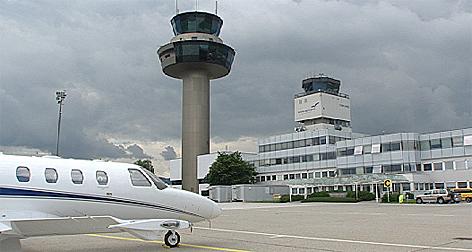 Salzburg Airport Tower alt und Neubau Flugsicherung Austro Control Flughafen