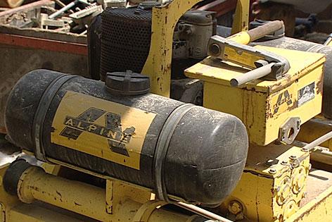 Baumaschine auf Alpine-Baustelle
