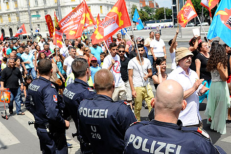 SOLIDARITÄTSKUNDGEBUNG FÜR DIE DEMONSTRATIONEN VOM ISTANBULER GEZI-PARK