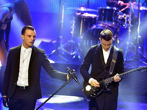 Das britische Duo Hurts - Theo Hutchcraft (L) and Adam Anderson