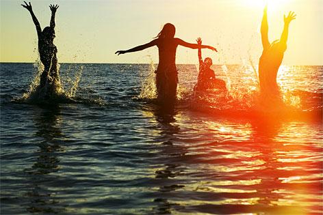 Menschen im Meer