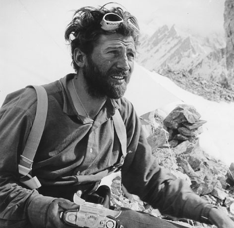 Hermann Buhl nach der Besteigung des Broad Peak