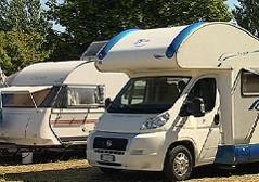 Wohnmobile auf Wiener Campingplatz