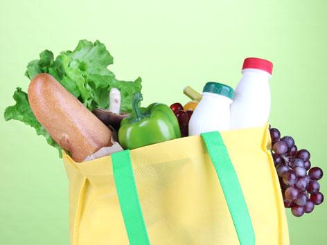 Einkaufstasche mit veganen Lebensmitteln