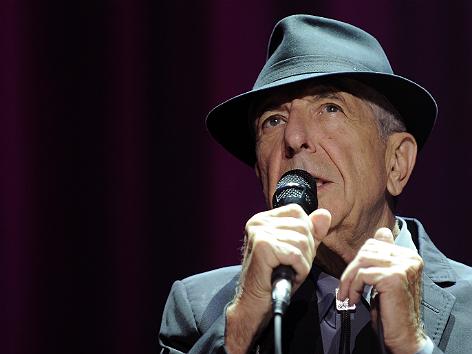 Der kanadische Sänger Leonard Cohen während eines Konzertes am Samstag, 27. Juli 2013 in Wien