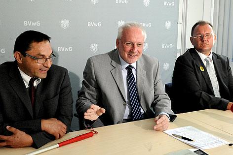 Alexander Niederwimmer, Asylgerichtshofpräsident Harald Perl und Gerhard Höllerer bei einer Pressekonferenz