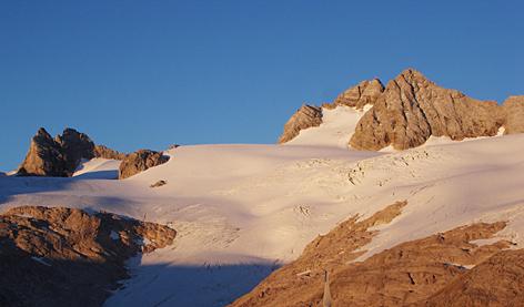 Dachstein oberösterreichische Seite  Hallstätter Gletscher Bergsteigen Alpen Klimawandel Hochgebirge Eis Gletschereis Meteorologie Alpinismus Ostalpen Berge Berg Alpenglühen alpenglow