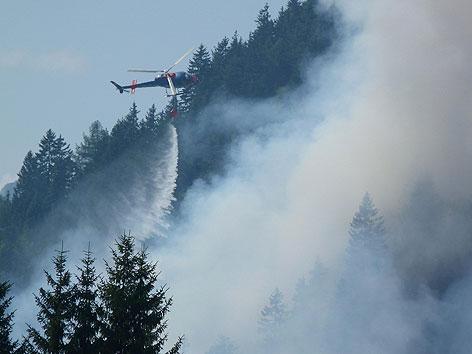 Löschangriff Hubschrauber Waldbrand
