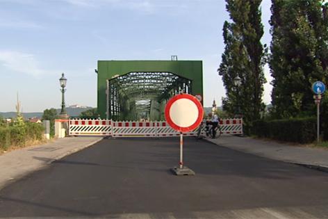Sperre der Donaubrücke
