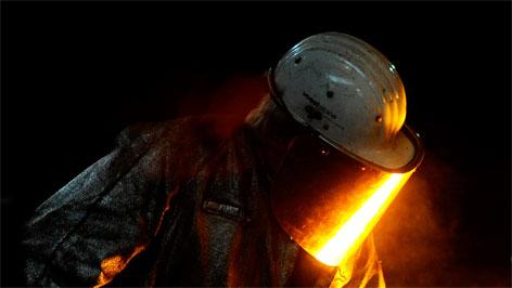Arbeiter in der Stahlproduktion der vostalpine