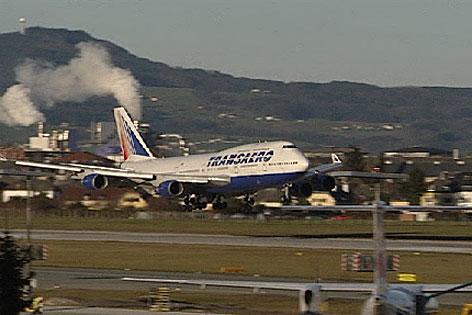 Flughafen Airport Flugzeug Landung Flieger Tourismus