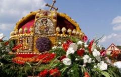 Krone Heiliger Stefan aus Blumen