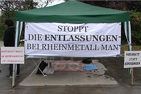 Zelt vor der Konzernzentrale MAN bei Hungerstreik von Betriebsrat gegen Kündigungen