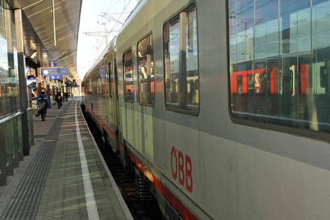 Bahnsteig am  Bahnhof St. Pölten