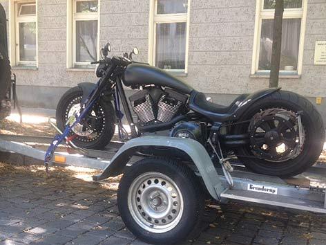 Harley Schwarz Eigenbau gestohlen