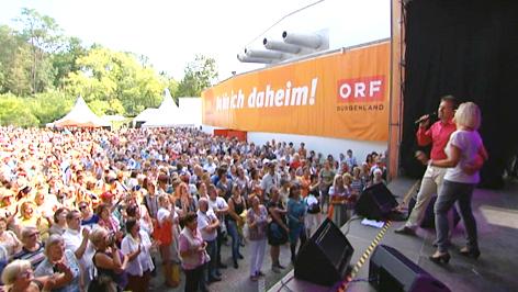 Besucher und Showbühne beim ORF Burgenland Fest