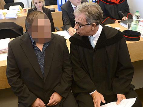 Angeklagter und Verteidiger bei Kührer-Prozess