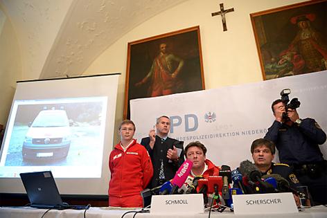 Pressekonferenz von Polizei und Rotem Kreuz
